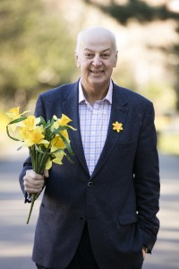 Business Guru and cancer survivor Bobby Kerr gets behind Daffodil Day and urges businesses in County Offaly to do the same